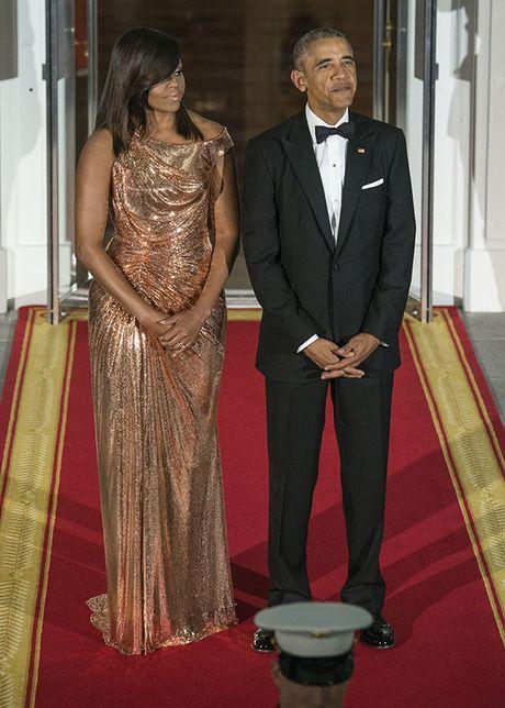 Michelle Obama 'ha guc' moi tin do thoi trang voi thiet ke dam anh kim - Anh 3
