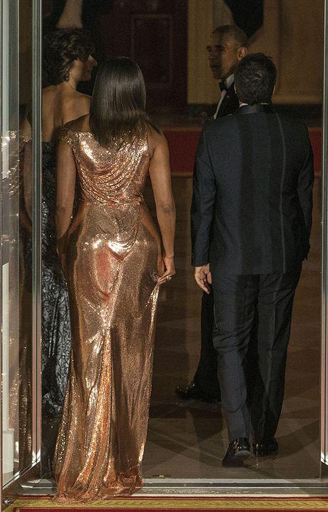 Michelle Obama 'ha guc' moi tin do thoi trang voi thiet ke dam anh kim - Anh 4