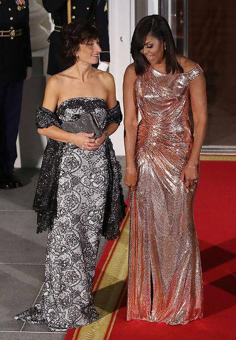 Michelle Obama 'ha guc' moi tin do thoi trang voi thiet ke dam anh kim - Anh 5