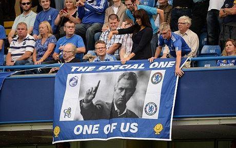Chelsea 'phu phang' voi Mourinho trong ngay tro lai Stamford Bridge - Anh 3