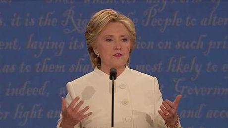Hillary duoc danh gia nhinh hon Trump trong tran 'so gang' cuoi cung - Anh 3