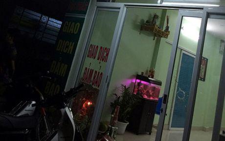 Ha Noi: Phat sung xuyen thung cua kinh hieu cam do trong dem - Anh 1