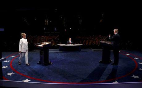Anh phut dau cuoc tranh luan cuoi cung giua Trump va Clinton - Anh 5