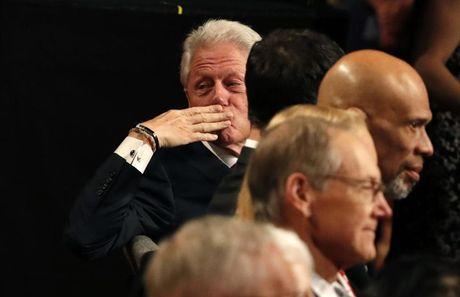 Anh phut dau cuoc tranh luan cuoi cung giua Trump va Clinton - Anh 7