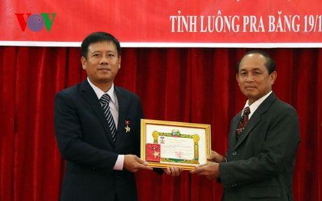 Tong LSQ Viet Nam o Bac Lao nhan Huy chuong huu nghi cua Chinh phu Lao - Anh 2