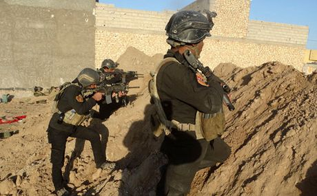 Iraq phat hien duong ham gan Mosul ma IS su dung de thao chay - Anh 1
