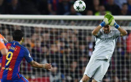 Clip: 'Toi do' Bravo khien HLV Pep Guardiola nong mat - Anh 1
