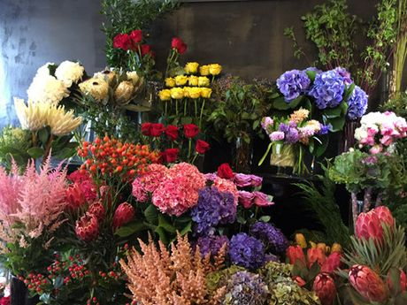 Thi truong hoa ngay 20/10: Soi dong o phan khuc hoa cao cap - Anh 1