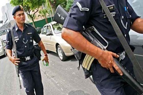 Malaysia ket an mot phu nu vi luu tru hinh anh IS trong dien thoai - Anh 1
