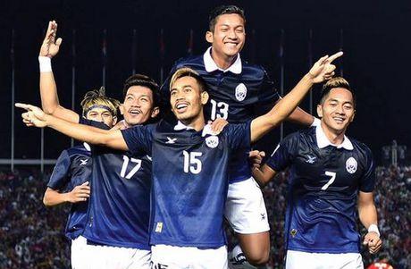 Campuchia chinh thuc gianh ve, doi dau Viet Nam tai AFF Cup - Anh 1
