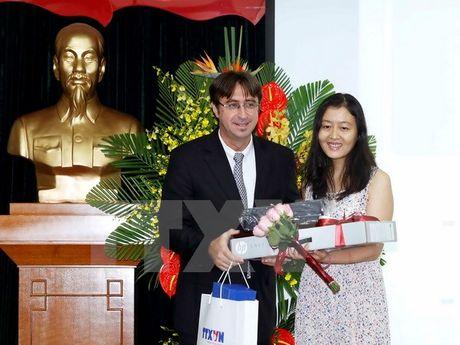 Trao giai cuoc thi Phong vien tre Phap ngu - Viet Nam 2016 - Anh 1