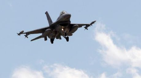 Syria doa ban may bay Tho Nhi Ky: Loi de F-16? - Anh 1