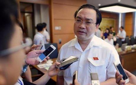 Hanh khach xo xat nu nhan vien san bay: Chi dao nong - Anh 1