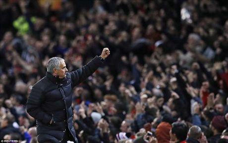 Jose Mourinho: Khong ai con dam chi trich Paul Pogba - Anh 2