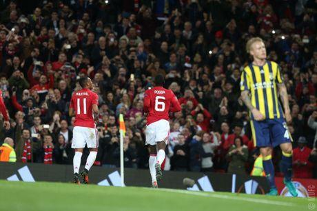 Pogba va Mata toa sang, mang ve 2 qua penalty trong 3 phut giup Manchester United dai thang 4 sao truoc Fenerbahce - Anh 1