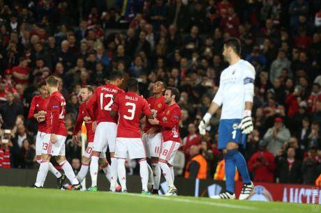 Pogba va Mata toa sang, mang ve 2 qua penalty trong 3 phut giup Manchester United dai thang 4 sao truoc Fenerbahce - Anh 2