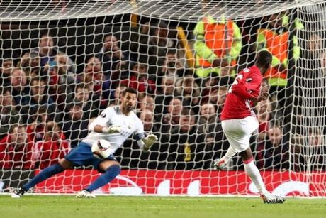 5 diem nhan sau tran Man United 4-1 Fenerbahce: Gia tri cua Pogba, Van Persie dang duoc yeu men - Anh 1