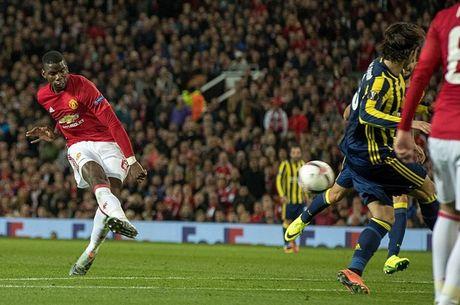 Chum anh: Pogba - Lingard thang hoa, Man Utd vui dap Fenerbahce tai Old Trafford - Anh 1
