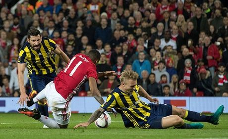 Chum anh: Pogba - Lingard thang hoa, Man Utd vui dap Fenerbahce tai Old Trafford - Anh 6