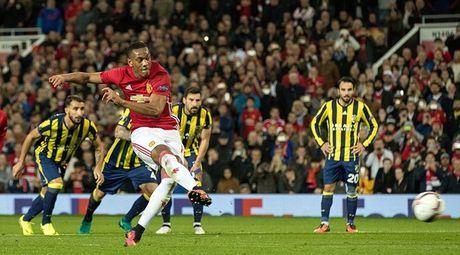 Chum anh: Pogba - Lingard thang hoa, Man Utd vui dap Fenerbahce tai Old Trafford - Anh 7