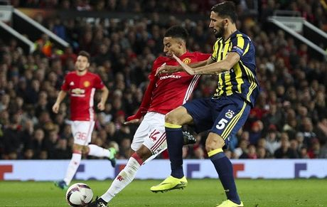 Chum anh: Pogba - Lingard thang hoa, Man Utd vui dap Fenerbahce tai Old Trafford - Anh 8