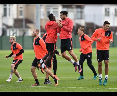Sao Liverpool dua gion vui ve, san sang ha West Brom - Anh 10