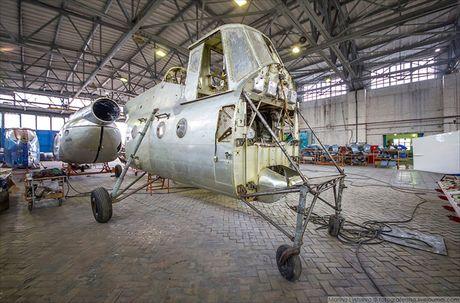 Ngac nhien: Nga hoi sinh truc thang Mi-4 tu 'nghia dia' - Anh 10