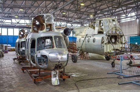 Ngac nhien: Nga hoi sinh truc thang Mi-4 tu 'nghia dia' - Anh 12