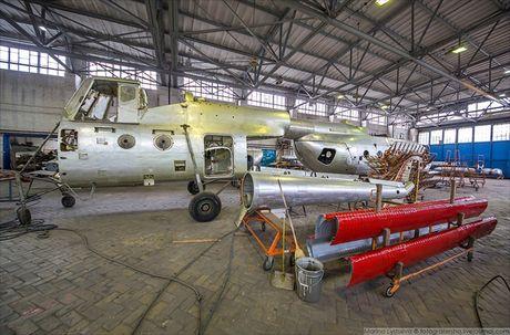 Ngac nhien: Nga hoi sinh truc thang Mi-4 tu 'nghia dia' - Anh 13
