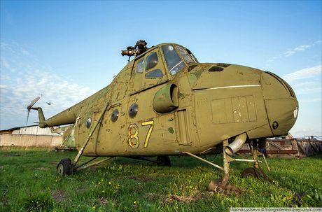 Ngac nhien: Nga hoi sinh truc thang Mi-4 tu 'nghia dia' - Anh 1