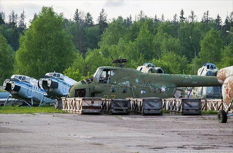 Ngac nhien: Nga hoi sinh truc thang Mi-4 tu 'nghia dia' - Anh 3