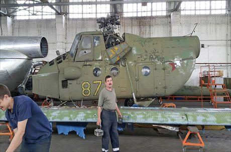 Ngac nhien: Nga hoi sinh truc thang Mi-4 tu 'nghia dia' - Anh 6