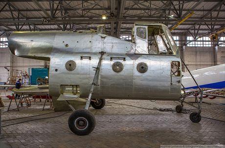 Ngac nhien: Nga hoi sinh truc thang Mi-4 tu 'nghia dia' - Anh 7
