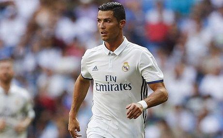Dang anh nhay cam, Ronaldo bi nem da toi boi - Anh 1