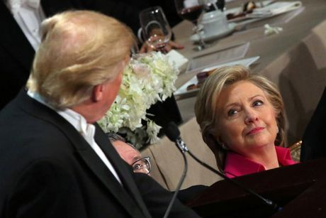 """Ong Trump va ba Clinton ra suc """"noi khay"""" khi an toi cung nhau - Anh 2"""