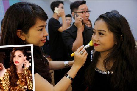 Guong mat than quen nhi 2016: Nha Thy lam phien ban nhi cua Ho Ngoc Ha - Anh 1