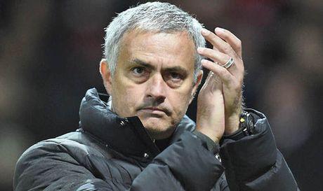 Mourinho dap tra nhung nguoi chi trich Pogba - Anh 1