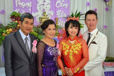 Chuyen tinh dep kho tin (21): Doi giay 250 nghin det nen hanh phuc co gai Viet - Anh 2
