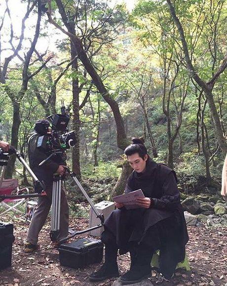 Sao Han 21/10: Sulli khoe anh tu cat toc, Se Hun giong het Lu Han - Anh 8