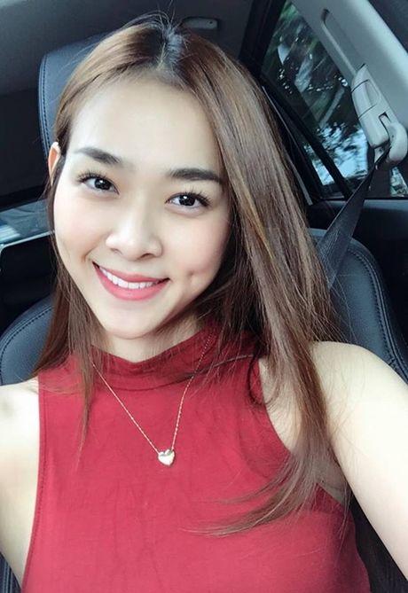 Sao Viet 21/10: Minh Hang duoc tang hoa cao bang nguoi, Thu Thao lung tran mong manh - Anh 2