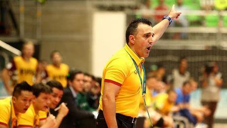 HLV Bruno Garcia dan dat DT Futsal Nhat Ban - Anh 1