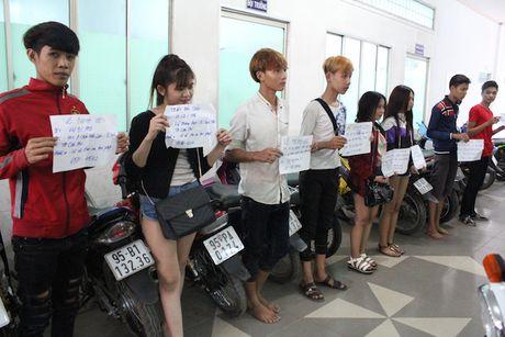 Hon 100 thanh nien dua xe nao loan QL 1A - Anh 3