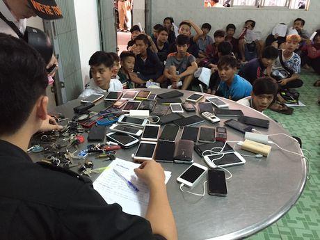 Hon 100 thanh nien dua xe nao loan QL 1A - Anh 5