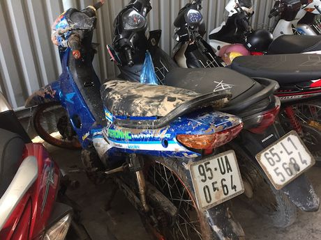 Hon 100 thanh nien dua xe nao loan QL 1A - Anh 6