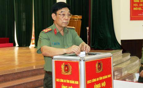 Cong an Quang Nam phat dong phong trao ung ho dong bao vung lu - Anh 1