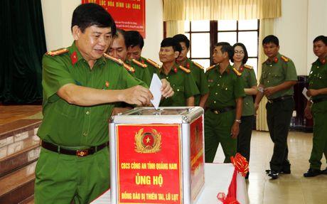 Cong an Quang Nam phat dong phong trao ung ho dong bao vung lu - Anh 2