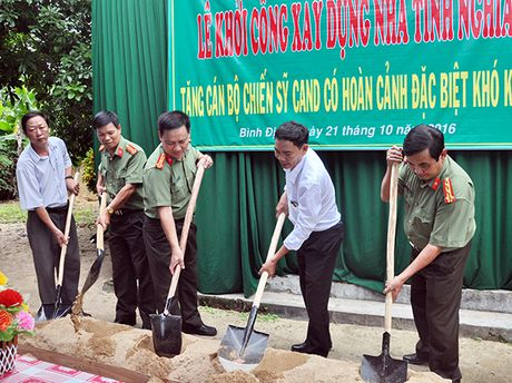 Ho tro xay 4 can nha tinh nghia cho CBCS Cong an Phu Yen va Binh Dinh - Anh 4