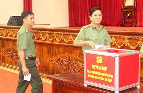 Cong an Hau Giang quyen gop 660 trieu dong ung ho dong bao mien Trung - Anh 1