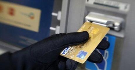 Mat tien khi the ATM van o trong tui: Tai ngan hang hay tai khach hang - Anh 1