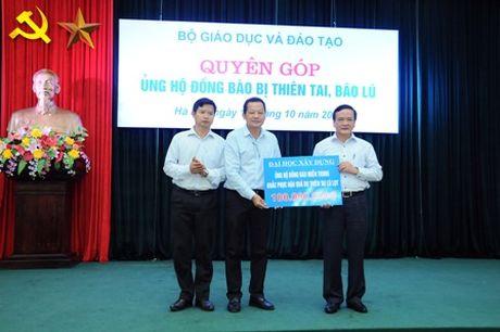 Bo Giao duc quyen gop hon 750 trieu dong ung ho mien Trung - Anh 2